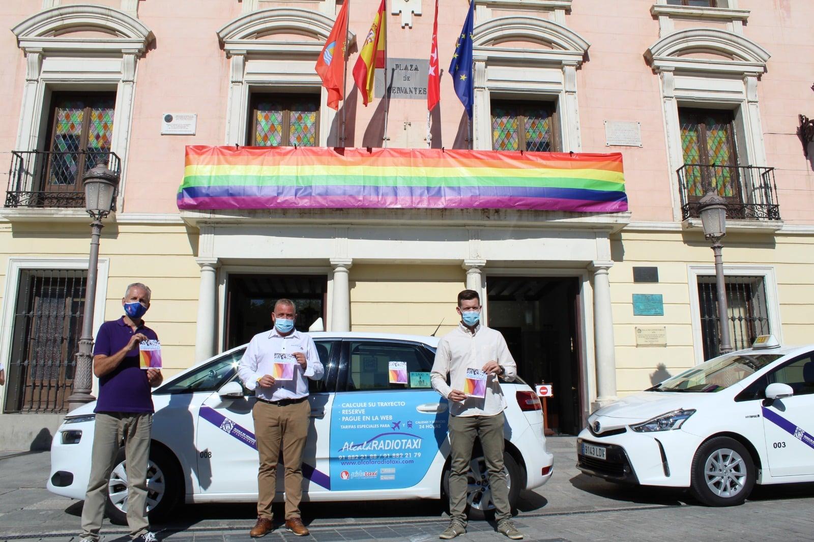 Taxis con banderas LGTBI