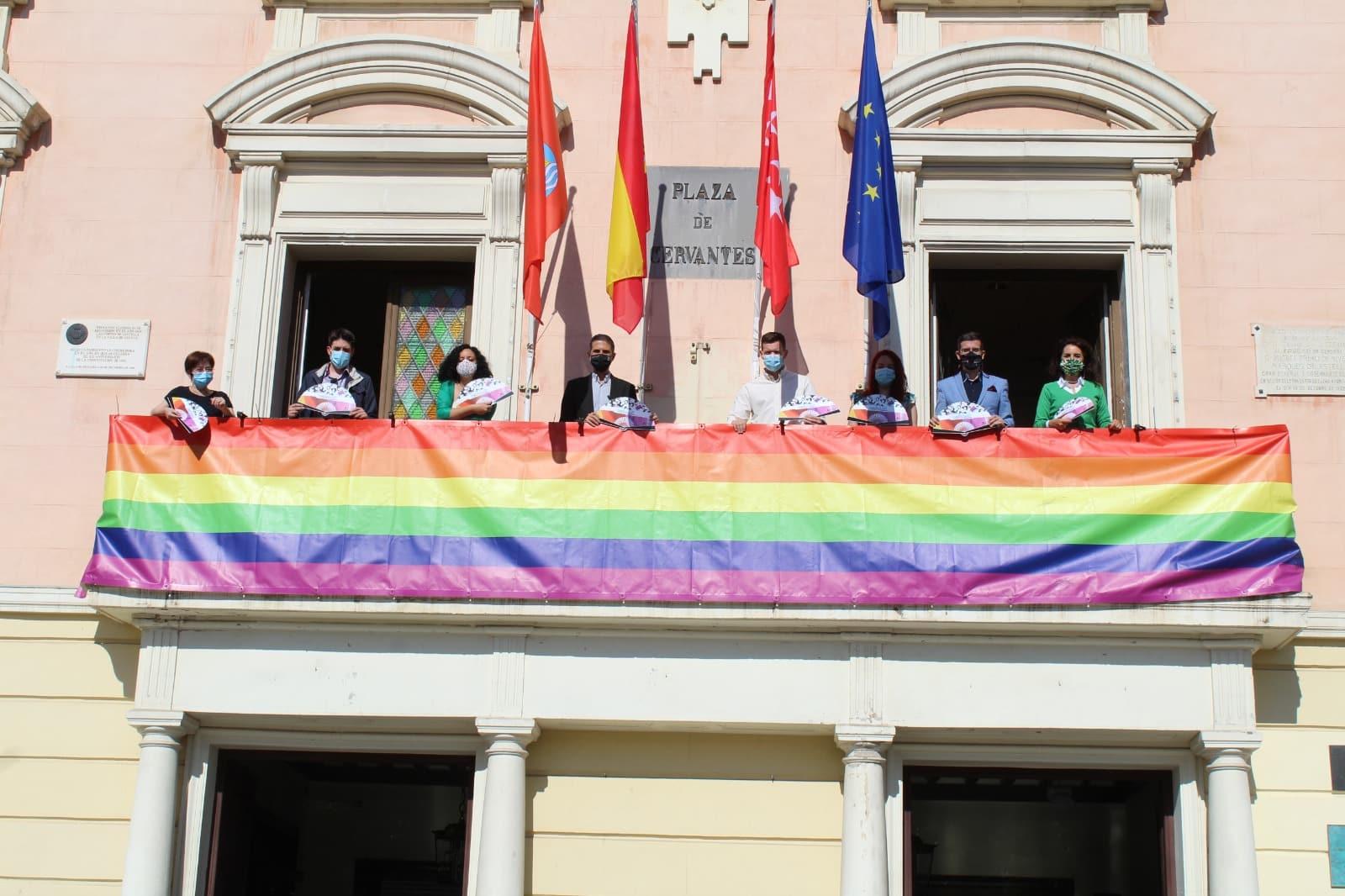 Bandera multicolor Ayuntamiento Alcalá de henares